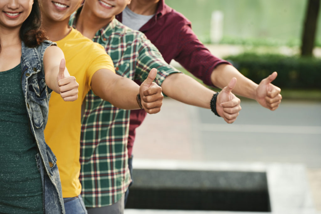 ce facultate sa aleg - studenti care aproba o o informatie cu degetul mare