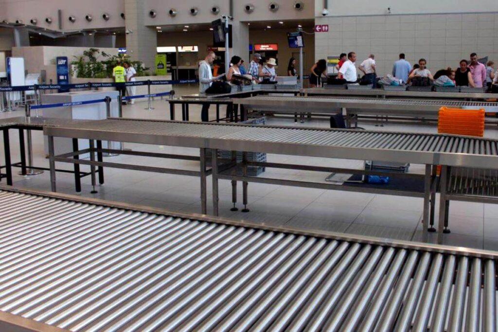 prima data cu avionul la controlul de securitate in aeroport