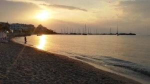 Apusul în Angistri, insula unde am dormit peste noapte, pe plajă (2017)